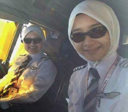 Noor Hafizah Idrus Juruterbang Wanita AirAsia comel + pilot comel berhijab