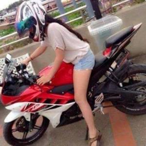 Busyet Dah Cewek Seksi Ini Demen Yamaha R15 Juga ...........