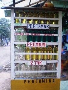 Penjual Pertamax Eceran Kini Mulai Marak dan Laris Manis Euy ......
